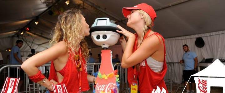 Coca-Cola'nın Sosyal Robotu İle Tanışın