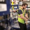 Amazon, Depo Çalışanlarını Yönlendiren Bileklik Geliştirdi