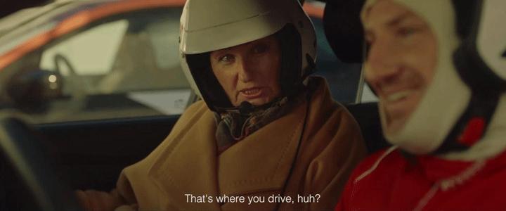Arabanı Annen Yanında Gibi Sür!