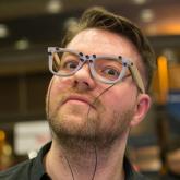 Bu Gözlük Sizi Yüz Tanıma Sistemlerinden Koruyor!