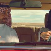 Arabistanlı Baba Kızına Otomobil Kullanmayı Coca-Cola İle Öğretiyor