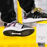 Metro Yolculuğunu Bedavaya Getiren Adidas Ayakkabılar