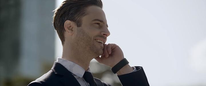Parmak Ucuyla Telefon Konuşması Yapmayı Sağlayan Bileklik