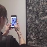 Ziyaretçilerin Sanat Eserlerini Artırılmış Gerçeklikle Değiştirdiği Sergi